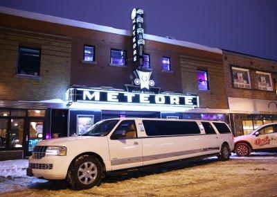 Enseigne et limousine